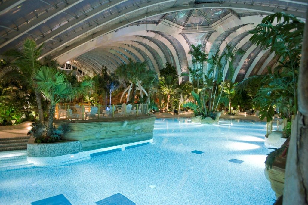 Concepts and global lighting guidelines for Center Parcs : news Lighting Desing based on the Center Parc's motto and values; application to the new Aquamundo lighting.