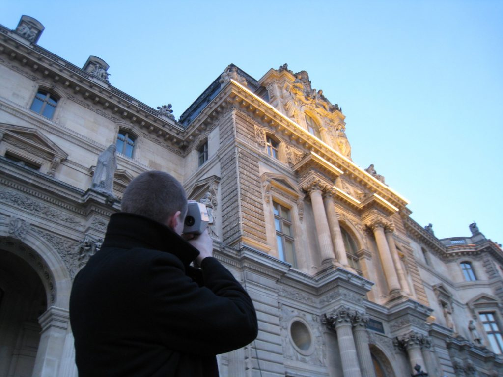 Assessment and on-site adjustments of the light repartition (luminance and color temperature) on the Louvre Museum facade.